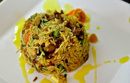 Arroz do Califa: cordeiro assado desfiado, legumes, castanhas e passas. Só no azeite,
