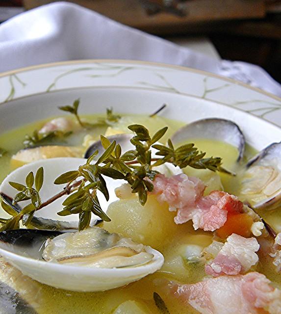 zuppa di vongole patate pancetta al timo (3)