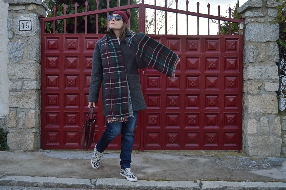 lara-vazquez-mad-lula-style-streetstyle-fashion-ootd-look-burgundy-beanie