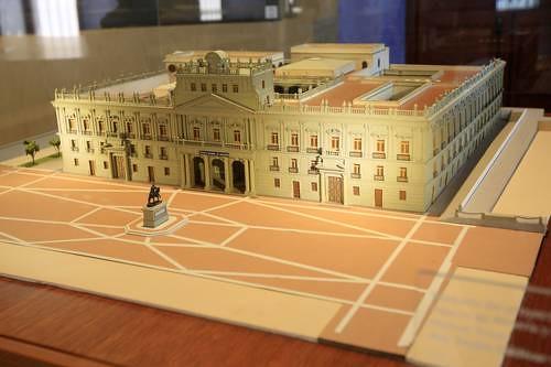 En la imagen, una maqueta del edificio diseñado y construido por el arquitecto valenciano. Foto Luis Humberto González