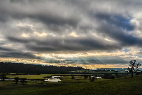 uk sky weather clouds nikon skies cloudy atmosphere rays waterdroplets sunbeam icecrystals cloudscapes crepuscularrays atmosphericoptic cloudspotting d7100 nikonafsdxzoomnikkor1855mmf3556gedii cloudsstormssunsetssunrises
