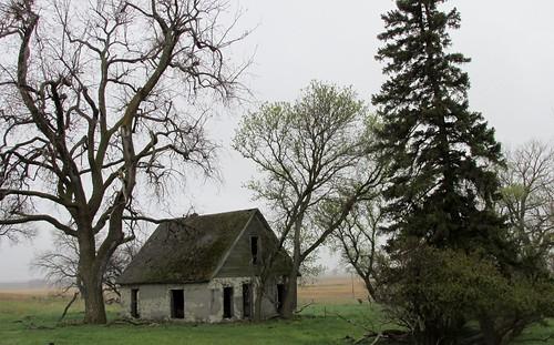 abandoned farmhouse southdakota decayed abandonedbuildings derelictbuildings dakotas abandonedfarmhouse ruralsouthdakota decayedbuilding