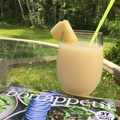 Sometimes a frozen Pina colada is perfect on a hot sunny afternoon! #throwback #classiccocktails