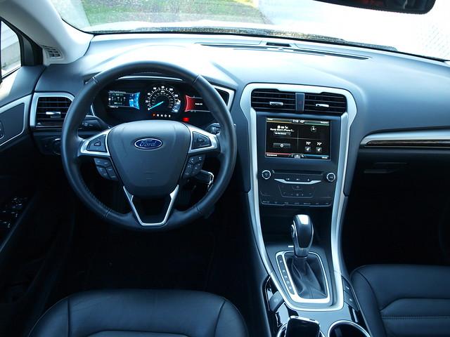 2013 Ford Fusion SE 19