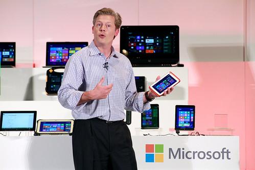 Nick Parker尼克.帕克_微軟OEM事業全球副總裁介紹使用Windows8.1的7吋及8吋平板_20130605_賀大新攝影_02 (1)