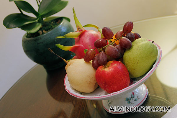 Plate of welcome fruits
