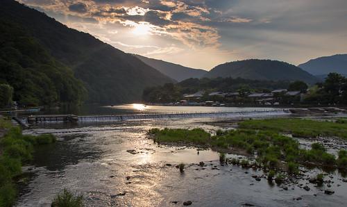 travel sunset mountains japan canon river landscape eos evening kyoto asia day cloudy arashiyama 京都 日本 嵐山 kansai oi 28135mm lightroom katsura 6d kyotoprefecture 2013 kyōtoshi 桂川 kyotoshi ōiriver アーシア