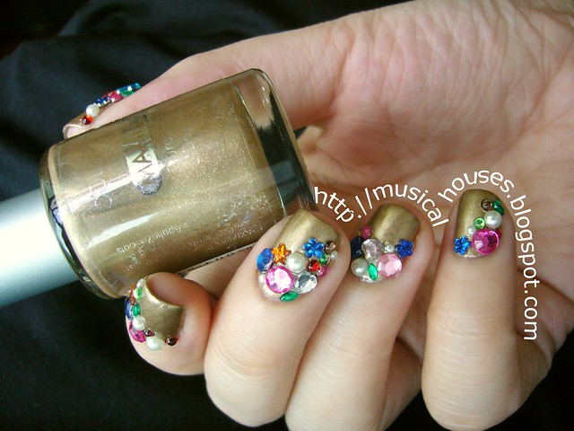 Libertine nail art gold gems jewels 1