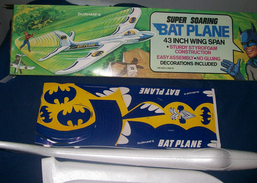 batman_flyingbatplane1