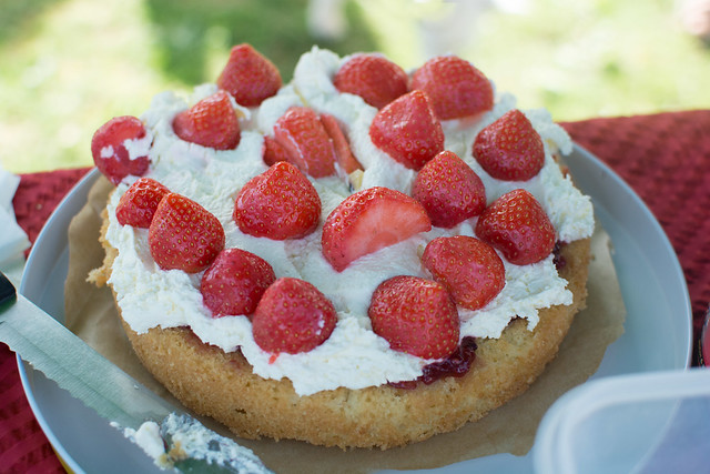 autumngathering_strawberrycake