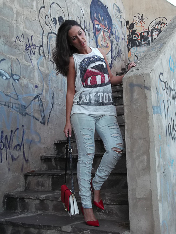 Mocaorà, urban, street styler, vaqueros rotos, destroyer, tshirt, bandera americana, lady, stilettos rojos, bolso tricolor, frayed clearly jeans, American flag, lady touch, red stilettos, tricolour bag