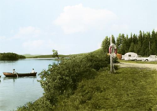 camping sky boat wasser freizeit koloriert riksantikvarieämbetet theswedishnationalheritageboard grassbushesfoliagetreeswater