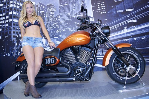 DSC_5974-Motorcyclelive 2013-Victory Motorcycles Babe-Kheenah Fossey.