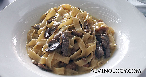 Fettuccine Con Frattaglie Di Wagyu - Fettuccine with mushrooms & Sliced Wagyu Beef in Natural Ju (S$24)