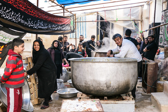 People making iranian soup with big pot, Shiraz シラーズ、大鍋でスープを作る人々