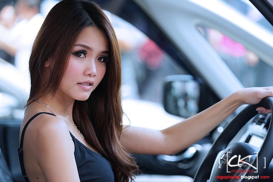Auto_Show_Girl_01