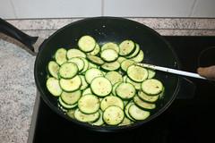 24 - Zucchinischeiben anbraten / Braise zucchini s…