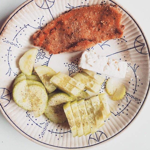 almuerzo # pepino #milanesa #quesofeta