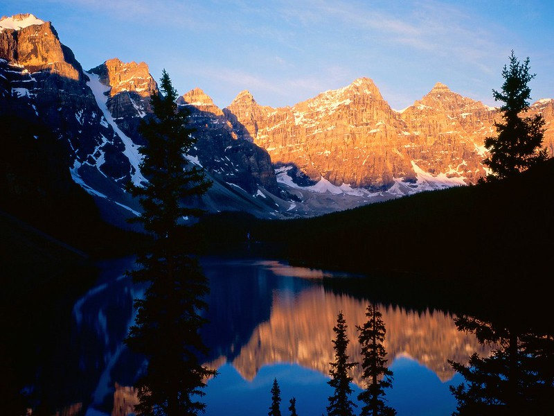 Moraine_Lake_Banff_National_Park_Alberta_Canada_03