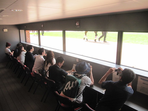 函館競馬場のダッグアウトパドック内部