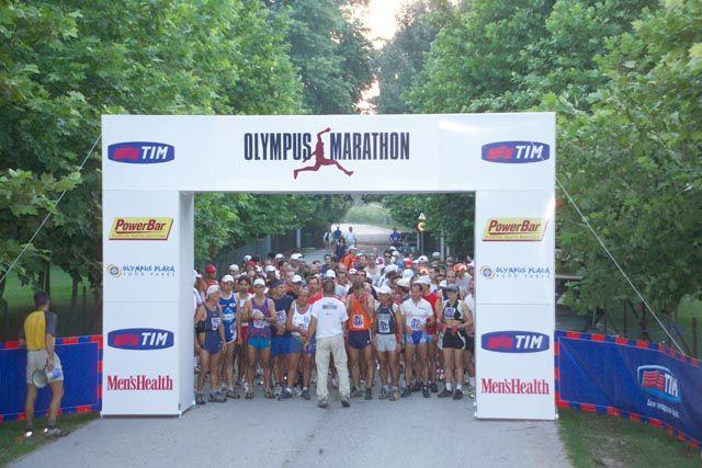 Λίγες στιγμές πριν την ιστορική 1η εκκίνηση του Olympus Marathon...