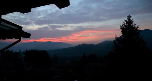 Lanzo d'Intelvi, l'alba - Settembre 2013 by mario_ghezzi