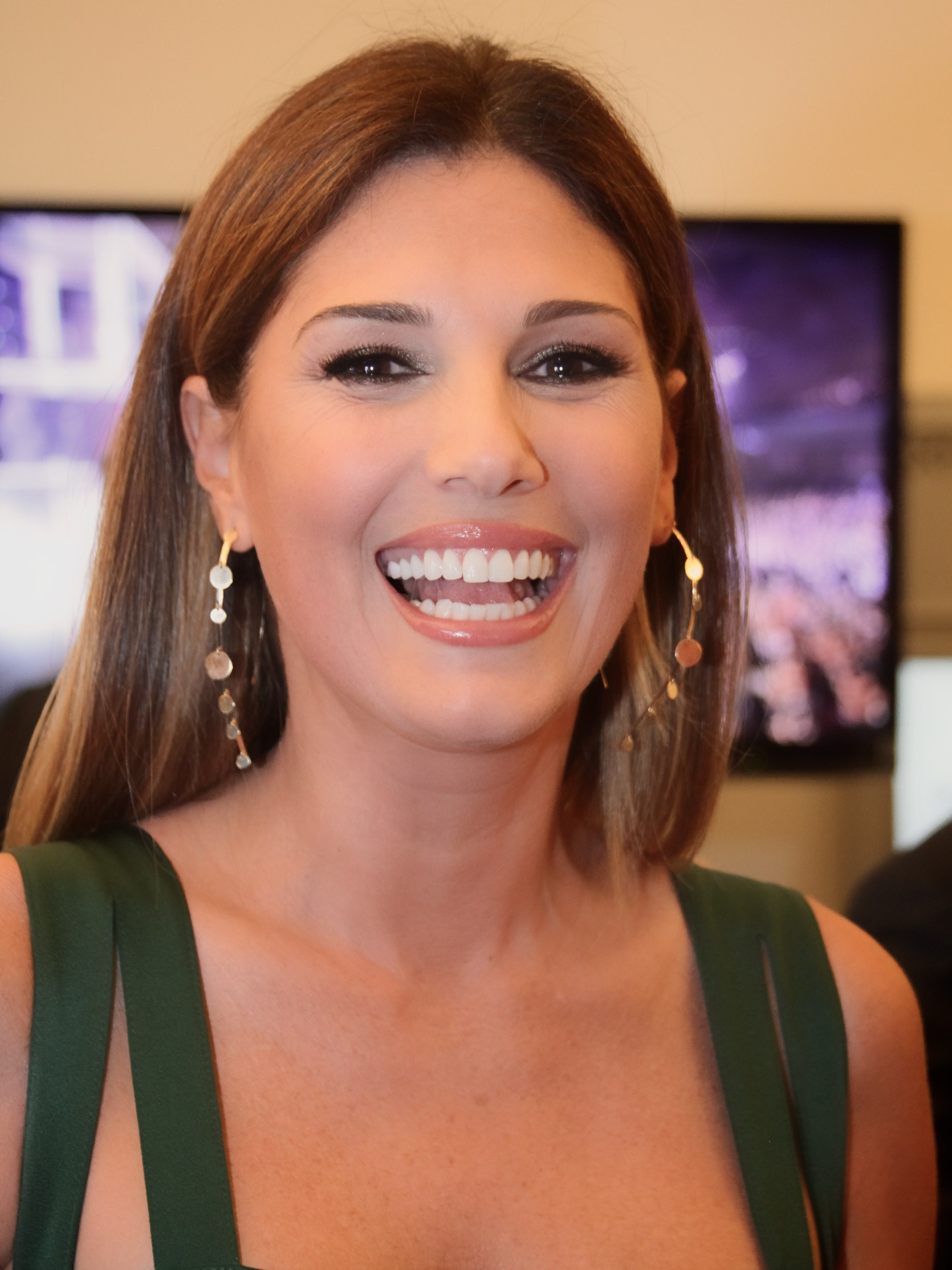 Daisy Fuentes, Entertainment Photo - YouTube