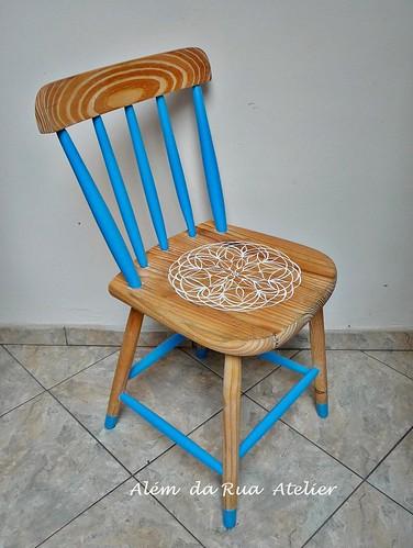 Como customizar e embelezar uma velha cadeira de madeira
