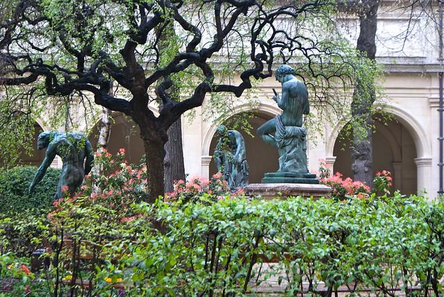 Statues dans le jardin Saint-Pierre à Lyon