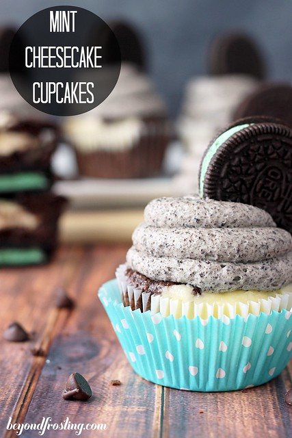 Mint Cheesecake Cupcakes | beyondfrosting.com | #oreo #cupcakes