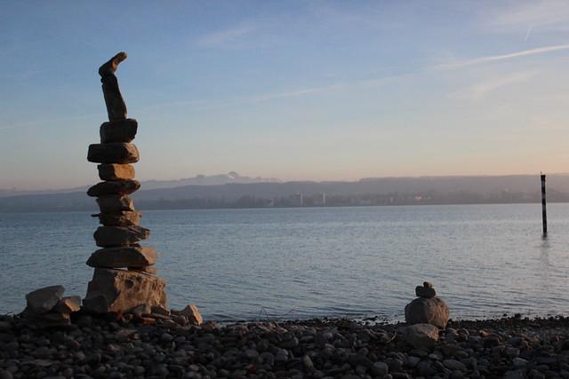 Am Konstanzer Bodenseeufer mit Blick auf den Säntis