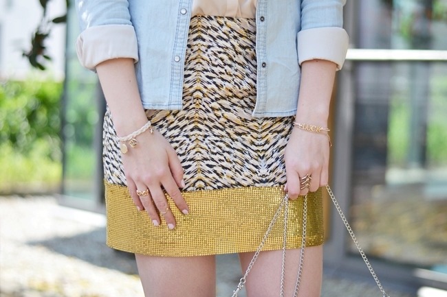 Outfit Glitzer und Gold im Alltag (5)