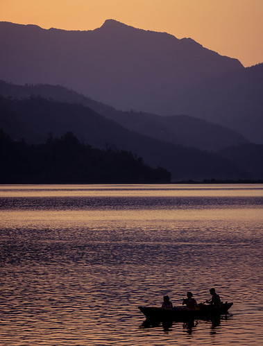 travel nepal sunset mountain mountains nature boat fishing asia dusk countries himalaya pokhara annapurna himalayas southasia 2014 travelphotography phewalake phewatal westernregion