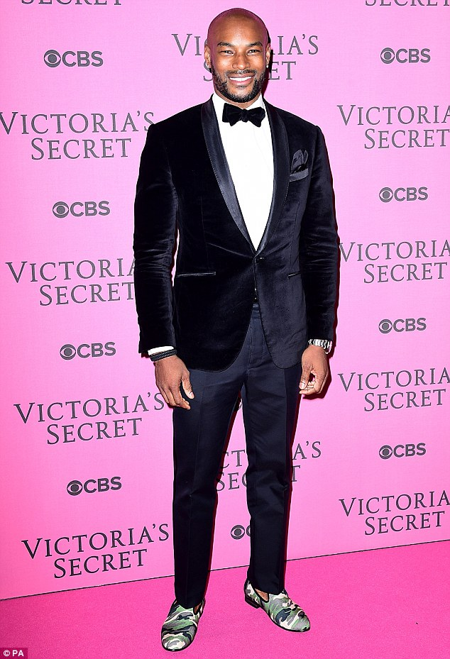 mens-casual-velvet-blazer-with-camouflage-slippers, Men's velvet blazer jackets: How to wear