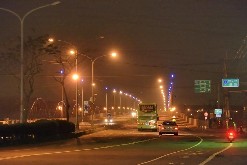 夜晚的大肚橋