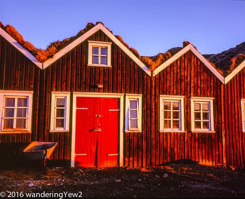 120 mamiya film barn sunrise mediumformat iceland farm 6x7 filmscan mamiya7ii hraunsneffarm