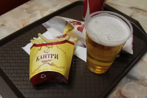 At 'Кантри Чикен' (Country Chicken) you can also get beer with your fast food