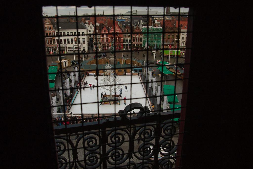 דרך חלון במגדל בלפורט