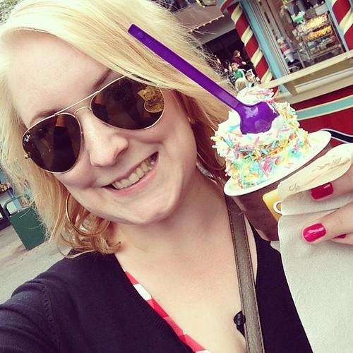 När hon får glass blir hon så här glad!