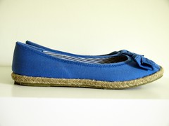 outdoor shoe(0.0), leather(0.0), footwear(1.0), shoe(1.0), cobalt blue(1.0), electric blue(1.0), ballet flat(1.0), blue(1.0),