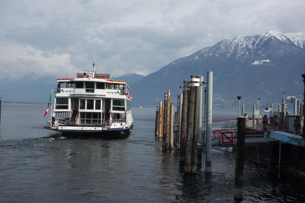 De crucero por el lago. Autor, Zigel