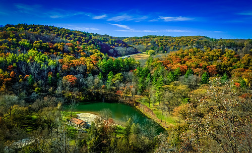 color nature horizontal daylight woods landmark fallfoliage landsacpe riverbluff wildriverstatepark chimneyrockstrail