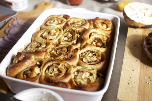 the apple-cinnamon buns i'd once promised