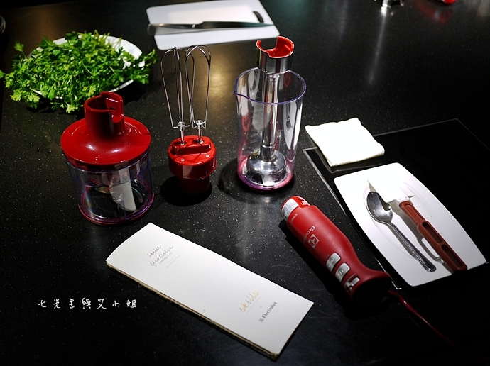3 伊萊克斯 ULTRAMIX PRO 專業級手持攪拌棒烹飪體驗