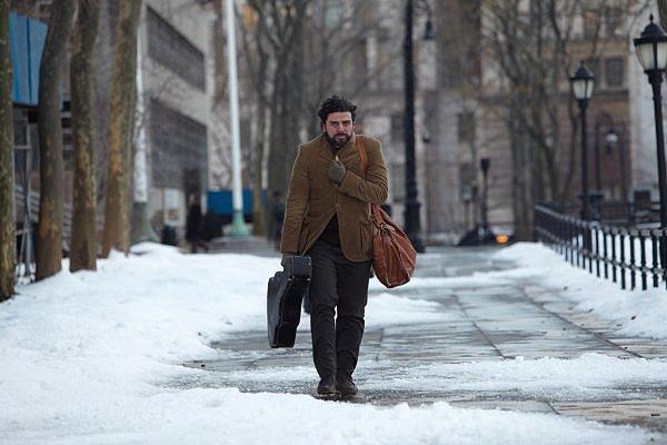 Oscar Isaac steps INSIDE LLEWYN DAVIS.