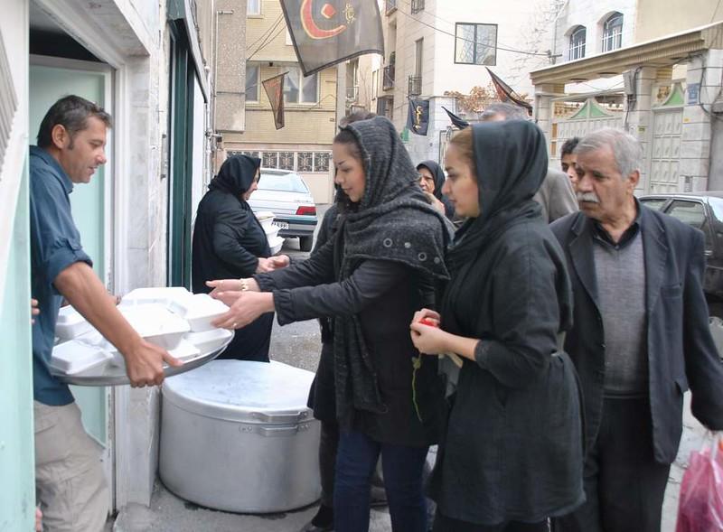 177 Ashura Tashoa, dia 02, repartiendo comida en Teheran (9)