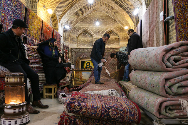 A carpet shop in Vakil Bazaar, Shiraz シラーズ、バーザーレ・ヴァキールの絨毯屋