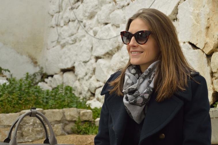 lara-vazquez-madlula-blog-grey-blue-cat-sunglasses