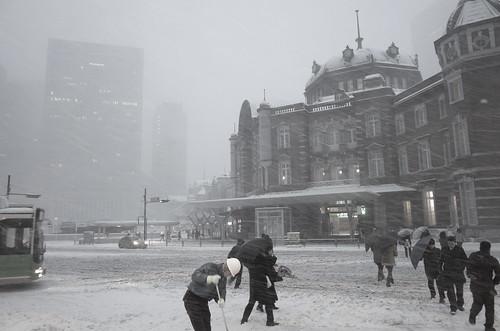 snowstorm at Tokyo Station 01