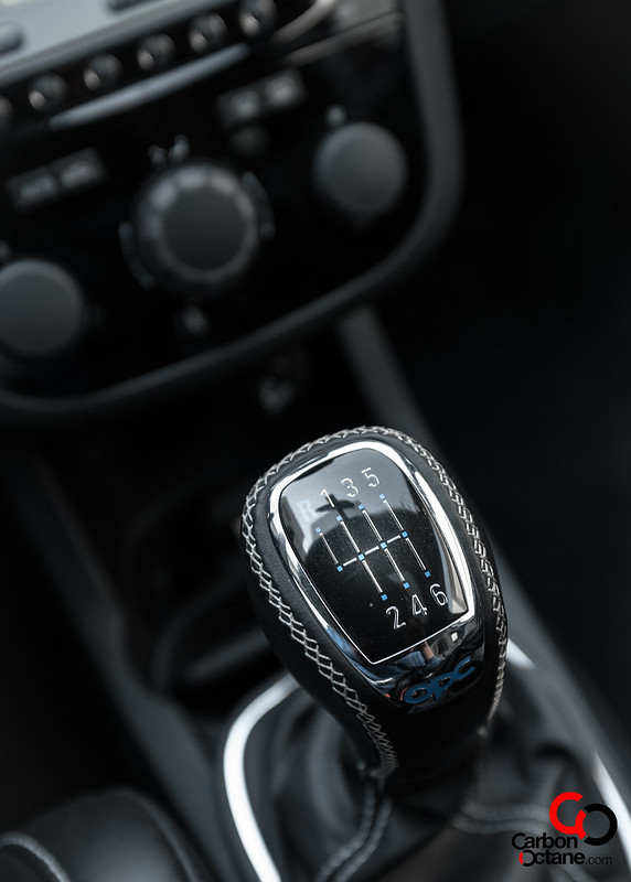 2014_Opel_Corsa_OPC_Nurburgring_Edition_gear_shifter